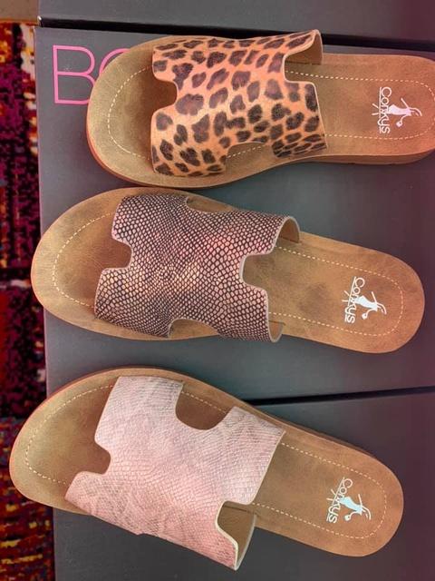 Gallery Image island-woman-boutique-port-aransas-texas-sandals.jpg