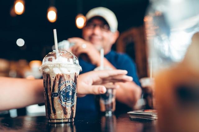 Gallery Image CoffeeWaves_CoffeeDrinks.jpg