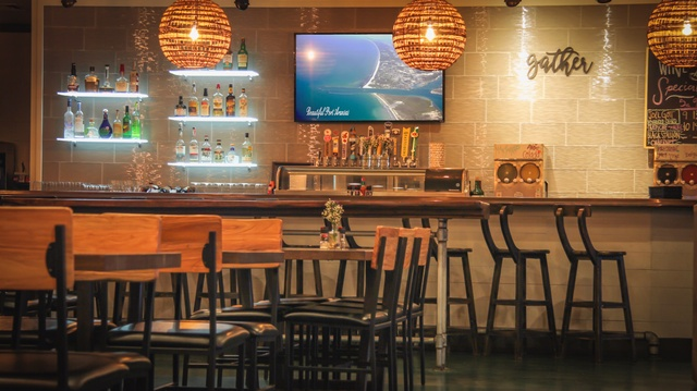 Gallery Image tortugas-saltwater-grill-port-aransas-seafood-steak-restaurant-nice-indoor-bar_020121-100709.jpg