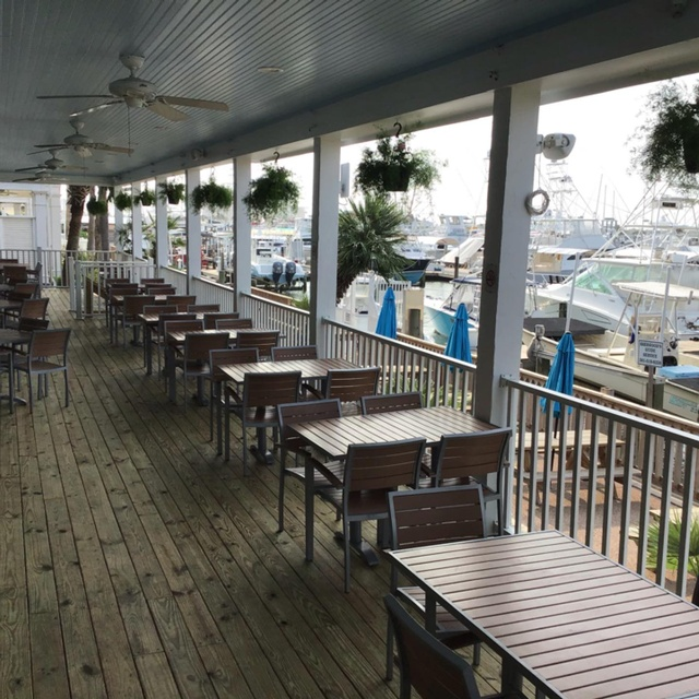 Gallery Image trout-street-nbar-and-grill-port-a-veranda.jpg