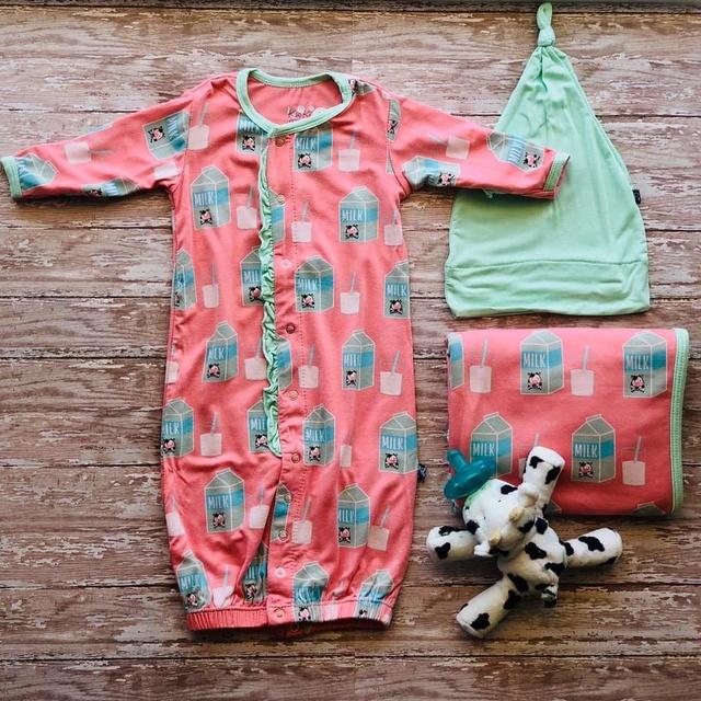 Gallery Image Georgias-a-childrens-boutique-port-aransas-tx-baby.jpg