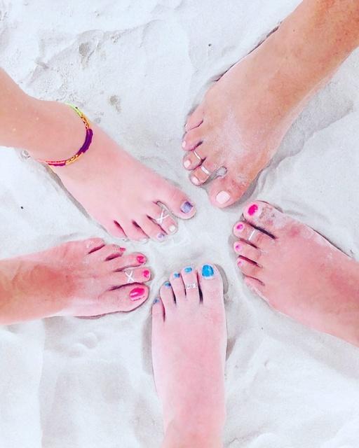 Gallery Image tippy-toes-port-aransas-texas-toe-rings-sand.jpg