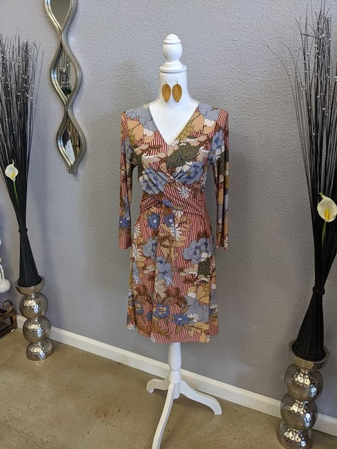 Gallery Image Farrahs-fashions-boutique-cdress.jpg