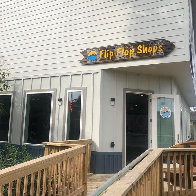 Gallery Image port-a-flip-flop-shops-port-aransas-tx-storefront.jpg