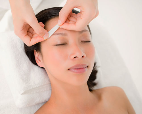 Gallery Image eye-brow-waxing_070720-083359.jpg