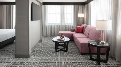 Gallery Image Axis%201-King-Bed-1-Room-Corner-Suite.jpg