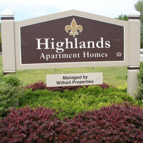 Gallery Image Highland%20Apartments%20Sign.jpg