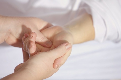 Gallery Image hand-therapy-1024x680.jpg