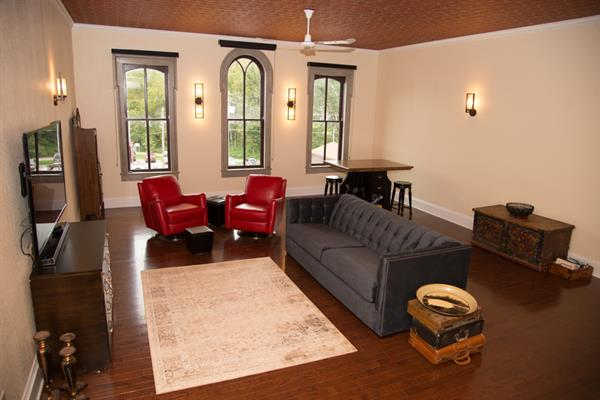 Book your next overnight stay at the High Court Loft located on historic Main Street overlooking the High Court Pub.