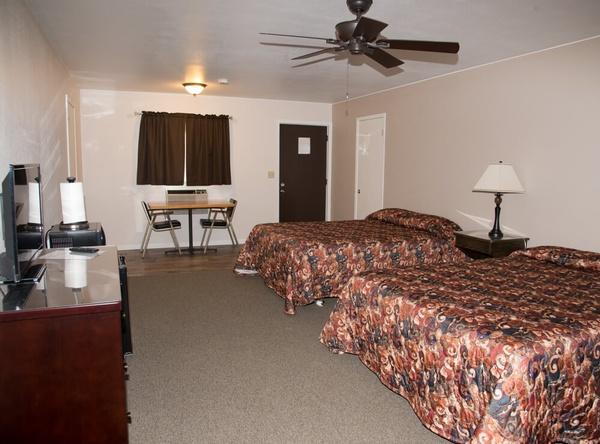 Gallery Image EC-Hotel_Room_2-100_(1).jpg