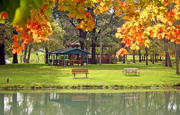 Gallery Image fall-into-lanesboro-sylvan-park-4.jpg