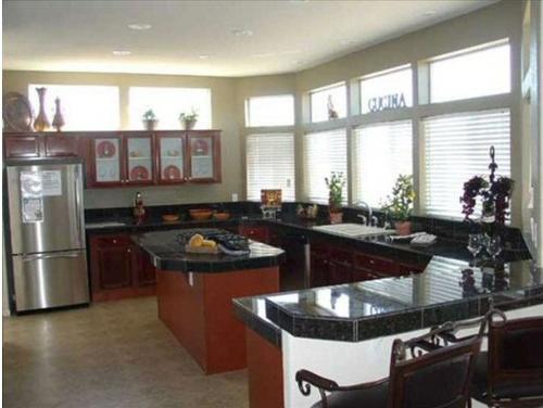 Gallery Image Manufactured-Home-40673B-kitchen.jpg