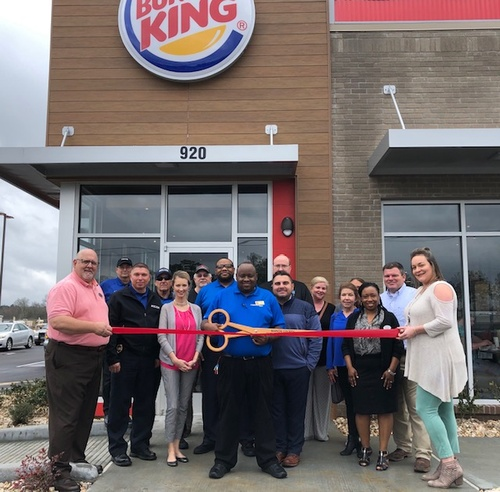 Gallery Image BurgerKingRibbonCutting.jpg