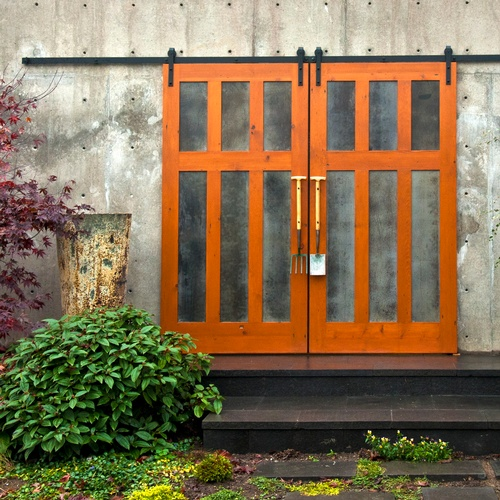 Custom outdoors bi parting sliding barn door