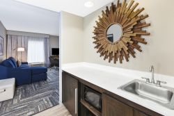 Gallery Image 2020roomwithmirror.jpg