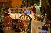 Gallery Image Fultonvalleyfarms_country_christmas_wagon_decor.jpg