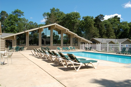 Gallery Image Outdoor%20Pool.JPG