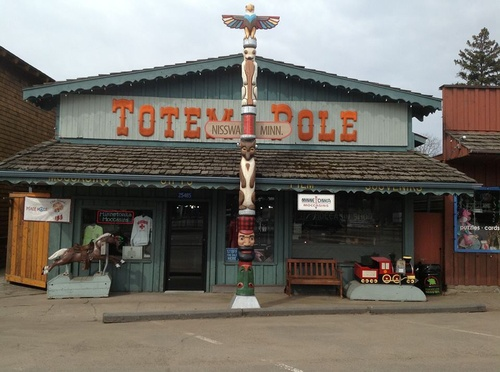 Totem Pole Shopping Downtown Nisswa Mn