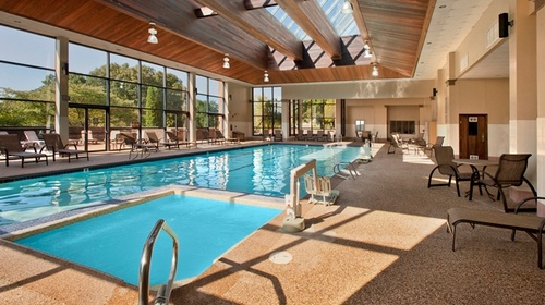 Gallery Image DT_indoorpool_6_677x380_FitToBoxSmallDimension_Center.jpg