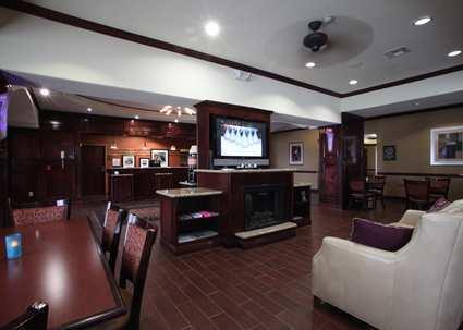Gallery Image hampton-lobby.jpg