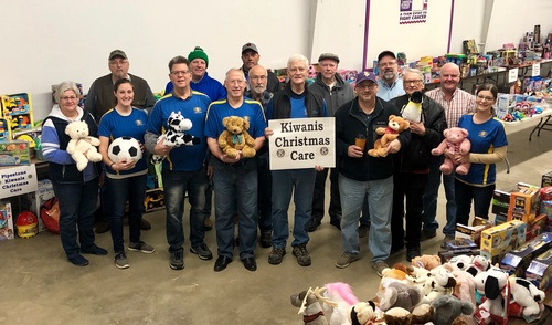 Pipestone County Christmas Care - Kiwanis Volunteers