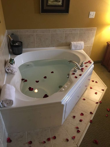 One King Whirlpool Suite