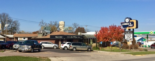 Lange's Cafe & Bakery on US Hwy 75 & MN Hwy 23 (photo by Tom Steffes)