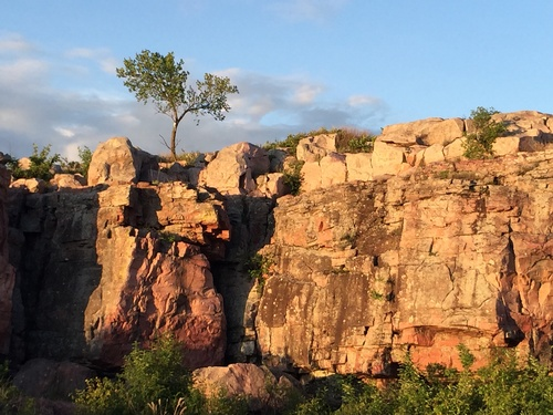 Sioux Quartzite Ridgeline along Circle Trail - Photo by Erica Volkir