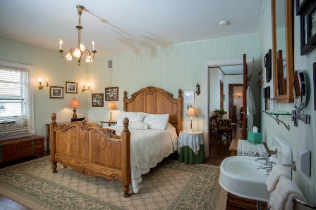Cartier Mansion - Cottage Room