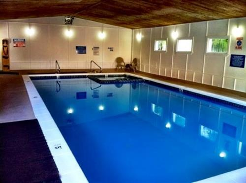 Our indoor heated pool and hot tun! Great to relax in, especially if the lake is chilly!