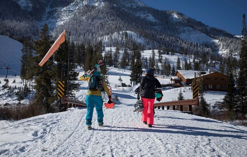Gallery Image skiing_060320-033118.jpg