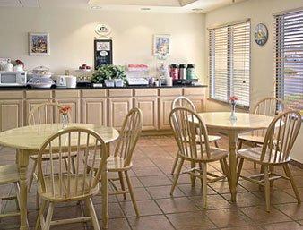 Gallery Image super-8-motel-----lavonia_3.jpg