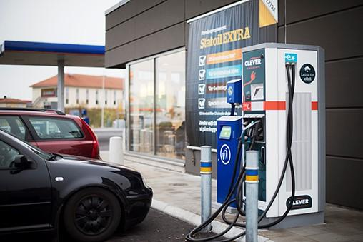 Gallery Image 20160314-future-gas-station-sweden-with-ev-fast-charger-terra-53-cjg.jpg