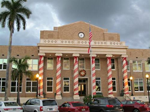 Original Courthouse decorated for Christmas