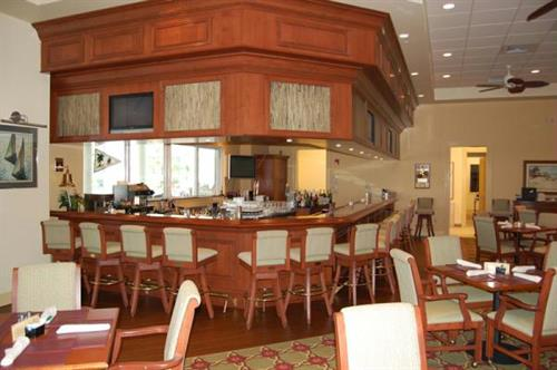 Gallery Image Isles-Commodores-Grill.jpg