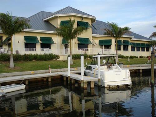 Gallery Image Isles-Powerboat--Clubhouse.jpg