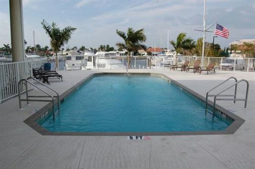 Gallery Image Isles-Swimming-Pool.jpg