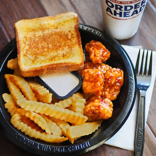 Gallery Image zaxby%20meal.jpg