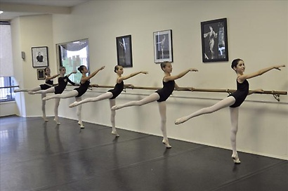 Gallery Image tn_480_young_arabesque.jpg.jpg