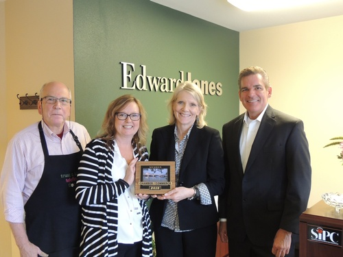 Gallery Image Edward%20Jones%20Julie%20N.%20Plaque%20Presentation.JPG