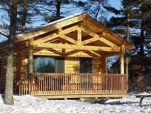 Gallery Image MemPhoto_Cabin-Winter.jpg