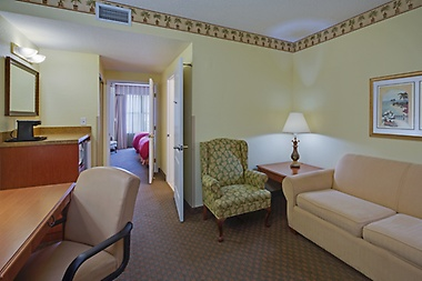 Enjoy a Queen or King Suite.