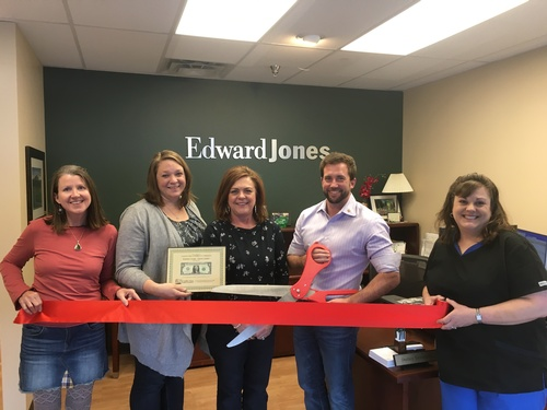 Gallery Image RibbonCutting_Davis_Feb2019_a.jpg