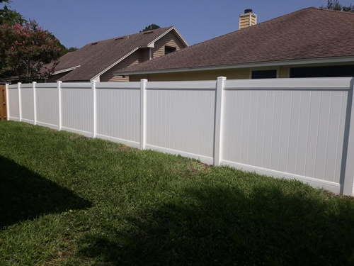 Vinyl fence in classic white