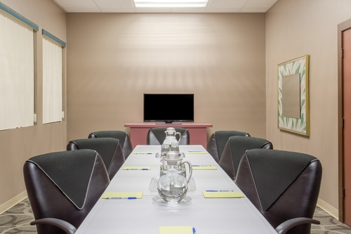 Gallery Image 7887-Howard%20Johnson-Ocala-Boardroom.jpg