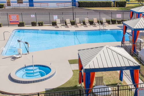 Gallery Image 7887-Howard%20Johnson-Ocala-Pool.jpg