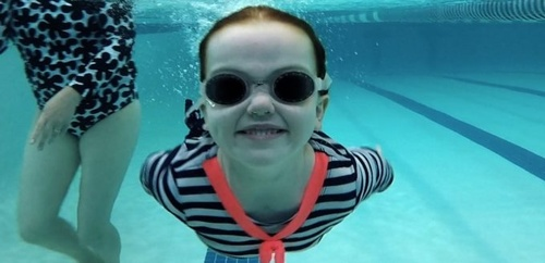 Gallery Image Girl-swimming-and-smiling-underwater-680x330.jpg