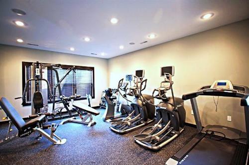Gallery Image large-farmington-apartment-fitness-room.jpg