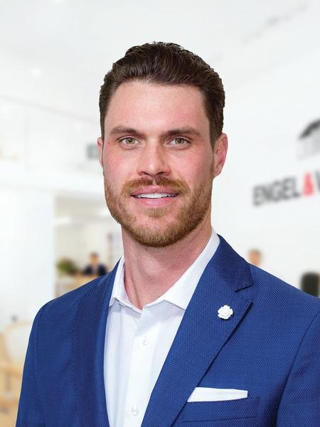 Derek Brinkley - Engel & Volkers Sales Representative