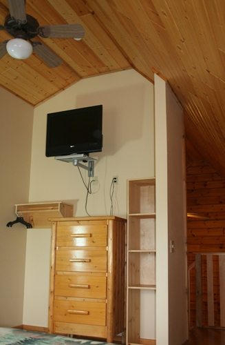 Loft with 32'' Flat Screen, DVD and plenty of storage